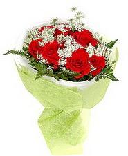 İstanbul Kadıköy çiçek , çiçekçi , çiçekçilik  7 adet kirmizi gül buketi tanzimi