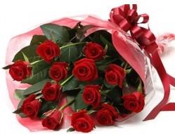 İstanbul Kadıköy anneler günü çiçek yolla  10 adet kipkirmizi güllerden buket tanzimi