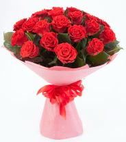 12 adet kırmızı gül buketi  İstanbul Kadıköy çiçek siparişi sitesi