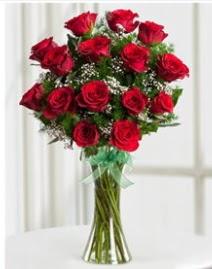 Cam vazo içerisinde 11 kırmızı gül vazosu  İstanbul Kadıköy anneler günü çiçek yolla