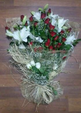 Kız isteme çiçekleri  İstanbul Kadıköy çiçekçi telefonları  Kız söz nişan çiçeği