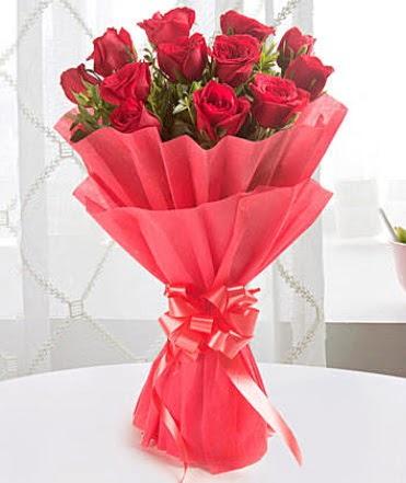 12 adet kırmızı gülden modern buket  İstanbul Kadıköy çiçek yolla