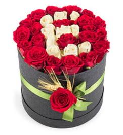 41 adet kırmızı beyaz gül harfli  İstanbul Kadıköy çiçek yolla