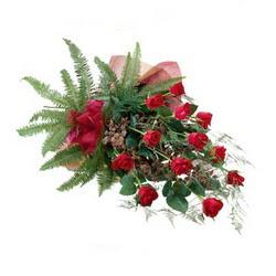 İstanbul Kadıköy online çiçek gönderme sipariş  10 adet kirmizi gül özel buket çiçek siparisi
