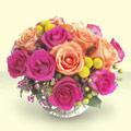 İstanbul Kadıköy çiçek mağazası , çiçekçi adresleri  renkli güller cam yada mika vazo içinde