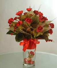 yapay güllerden vazo  9 gül  İstanbul Kadıköy uluslararası çiçek gönderme