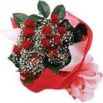 İstanbul Kadıköy internetten çiçek satışı  KIRMIZI AMBALAJ BUKETINDE 12 ADET GÜL