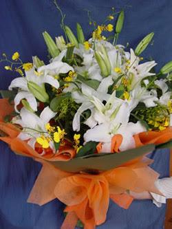 İstanbul Kadıköy internetten çiçek satışı  5 ADET KAZABLANKA BUKETI KALITEDEN SASMAYANLARA
