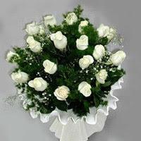 İstanbul Kadıköy hediye çiçek yolla  11 adet beyaz gül buketi ve bembeyaz amnbalaj