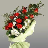 İstanbul Kadıköy ucuz çiçek gönder  11 adet kirmizi gül buketi sade haldedir