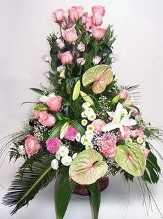 İstanbul Kadıköy ucuz çiçek gönder  özel üstü süper aranjman