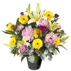 karisik mevsim çiçeklerinden vazo tanzimi  İstanbul Kadıköy uluslararası çiçek gönderme