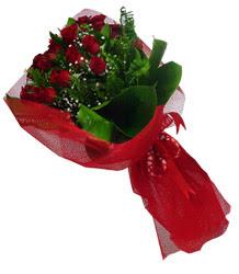 İstanbul Kadıköy çiçek gönderme sitemiz güvenlidir  10 adet kirmizi gül demeti