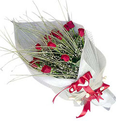İstanbul Kadıköy yurtiçi ve yurtdışı çiçek siparişi  11 adet kirmizi gül buket- Her gönderim için ideal