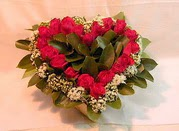 İstanbul Kadıköy çiçekçiler  Kalp seklinde hazirlanmis gül tanzimi