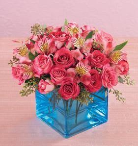 İstanbul Kadıköy online çiçek gönderme sipariş  13 adet kirmizi gül ve cam yada mika vazo