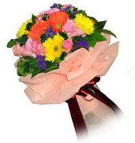 İstanbul Kadıköy çiçekçi mağazası  Karisik mevsim çiçeklerinden demet