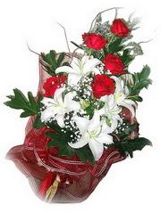 İstanbul Kadıköy kaliteli taze ve ucuz çiçekler  5 adet kirmizi gül 1 adet kazablanka çiçegi buketi