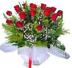İstanbul Kadıköy çiçek satışı  12 adet kirmizi gül buketi esssiz görsellik
