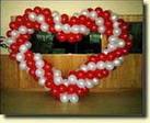 Kalp biçiminde balon buket tanzimi onlarca balon