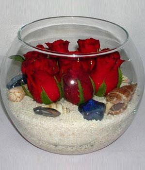 Cam fanus içeirsinde 9 adet kirmizi gül  İstanbul Kadıköy çiçek siparişi vermek
