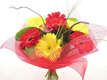 9 adet gerbera çiçeklerinden buket  İstanbul Kadıköy çiçek satışı