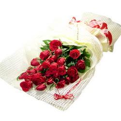 Çiçek gönderme 13 adet kirmizi gül buketi  İstanbul Kadıköy çiçek satışı
