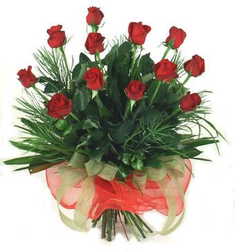 Çiçek yolla 12 adet kirmizi gül buketi  İstanbul Kadıköy güvenli kaliteli hızlı çiçek