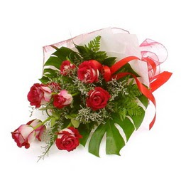 Çiçek gönder 9 adet kirmizi gül buketi  İstanbul Kadıköy çiçek siparişi vermek