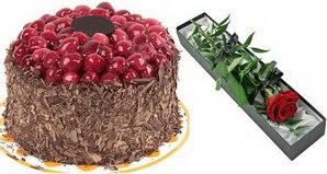 1 adet yas pasta ve 1 adet kutu gül  İstanbul Kadıköy uluslararası çiçek gönderme
