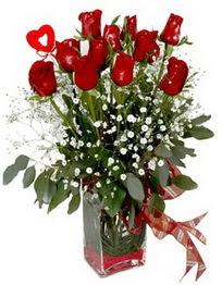 İstanbul Kadıköy çiçek siparişi vermek  9 adet mika yada cam vazoda gül tanzimi kalp çubuk