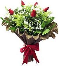 İstanbul Kadıköy online çiçek gönderme sipariş  5 adet kirmizi gül buketi demeti