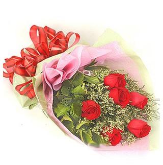 İstanbul Kadıköy çiçek , çiçekçi , çiçekçilik  6 adet kırmızı gülden buket