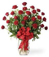 Sevgilime sıradışı hediye güller 24 gül  İstanbul Kadıköy 14 şubat sevgililer günü çiçek