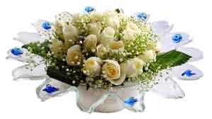 İstanbul Kadıköy çiçek online çiçek siparişi  11 adet Beyaz güller özel cam tanzim