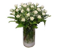İstanbul Kadıköy yurtiçi ve yurtdışı çiçek siparişi  cam yada mika Vazoda 12 adet beyaz gül - sevenler için ideal seçim