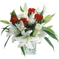 vazo içerisinde 4 gül 1 adet kazablanka  İstanbul Kadıköy online çiçek gönderme sipariş