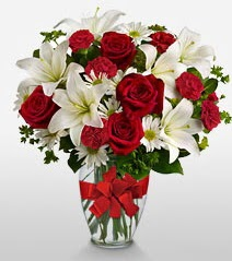 Eşsiz vazo tanzimi güller kazablankalar  İstanbul Kadıköy online çiçek gönderme sipariş