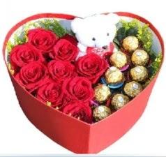 Kalp içerisinde 8 gül 9 çikolata ve ayıcık  İstanbul Kadıköy internetten çiçek siparişi