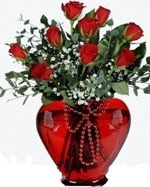 Kalp cam mika içinde 9 adet kırmızı gül  İstanbul Kadıköy internetten çiçek satışı