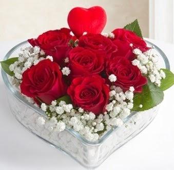 Kalp içerisinde 7 kırmızı gül kalp çubuk  İstanbul Kadıköy çiçek gönderme sitemiz güvenlidir