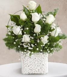 9 beyaz gül vazosu  İstanbul Kadıköy çiçek satışı