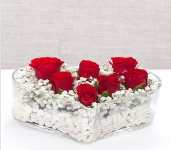 kalp içerisinde 7 adet kırmızı gül  İstanbul Kadıköy çiçek siparişi vermek