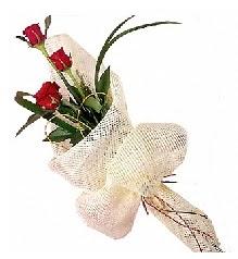 3 adet kırmızı gül buketi  İstanbul Kadıköy güvenli kaliteli hızlı çiçek