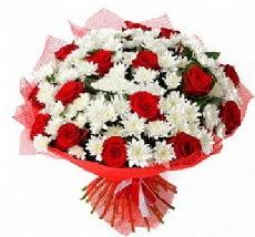 11 adet kırmızı gül ve 1 demet krizantem  İstanbul Kadıköy çiçek mağazası , çiçekçi adresleri