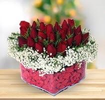 15 kırmızı gülden kalp mika çiçeği  İstanbul Kadıköy çiçek satışı