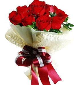 9 adet kırmızı gülden buket tanzimi  İstanbul Kadıköy çiçek gönderme sitemiz güvenlidir