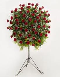 71 adet kırmızı gülden ferförje çiçeği  İstanbul Kadıköy çiçekçi mağazası