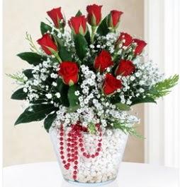 9 adet kırmızı gül cam içerisinde  İstanbul Kadıköy çiçek servisi , çiçekçi adresleri