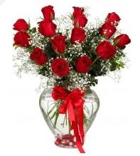 11 adet kırmızı gül cam kalpte  İstanbul Kadıköy online çiçek gönderme sipariş